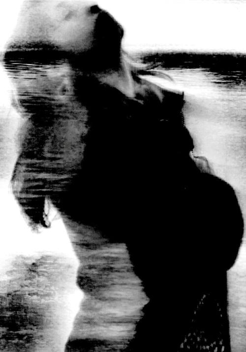 Nel grembo, acqua - © Paola Tornambè